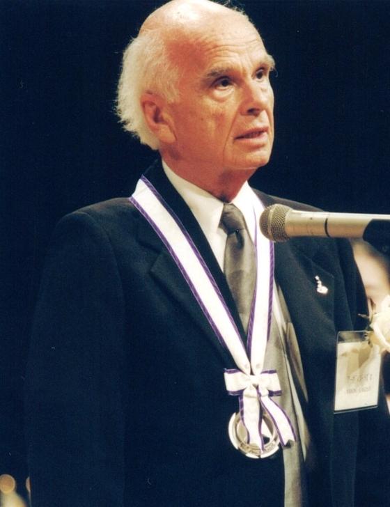 2001-ervin-laszlo